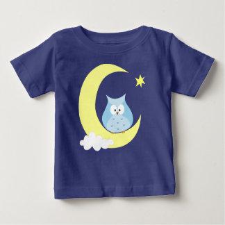 Eule, die auf dem Mond sitzt Baby T-shirt