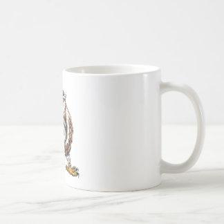 Eule, die spartanische Sturzhelm-Tätowierung hält Kaffeetasse