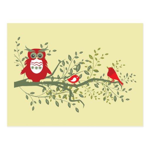 Eule ~ kluge rote Eule, die mit zwei Singvögeln si Postkarten