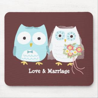 Eulen, die Braut und Bräutigam mit Mauspads