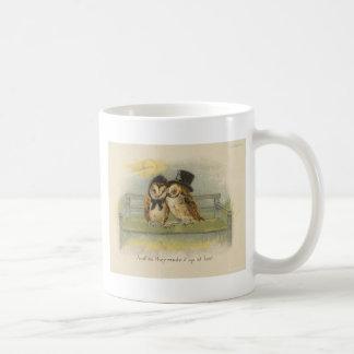 Eulenpaare auf Bank Kaffeetasse