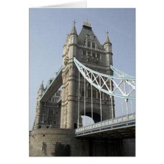Europa, England, London. Turm-Brücke über Karte