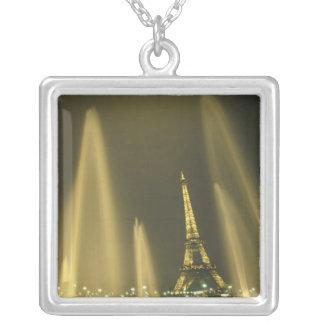Europa, Frankreich, Paris, Eiffel-Turm, Abend Versilberte Kette