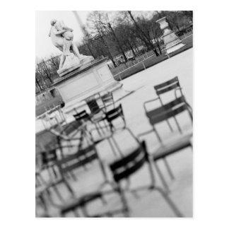 Europa, Frankreich, Paris. Stühle, Jardin DU Postkarte