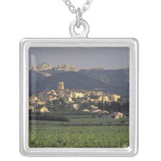 Europa, Frankreich, Provence, Vaucluse, SSablet, Versilberte Kette