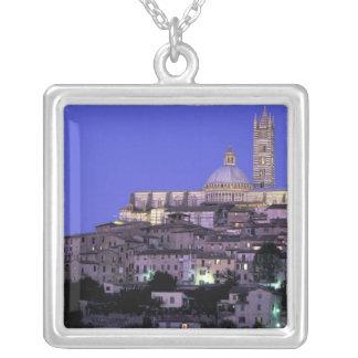 Europa, Italien, Toskana, Siena. 13. C. Duomo und Versilberte Kette
