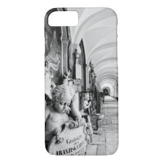 Europa, Österreich, Salzburg. Engel und Monument 2 iPhone 8/7 Hülle