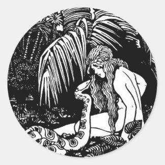 Eve im Garten Runder Aufkleber
