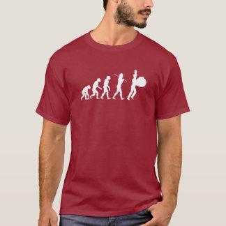 Evolution eines Bass-Schlagzeugers (dunkle Farben) T-Shirt