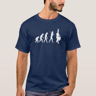Evolution eines Schlinge-Schlagzeugers (dunkle T-Shirt