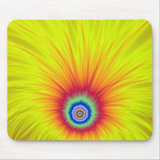 Explosion der Farborange auf Gelb Mousepads