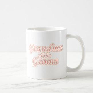 Extravaganz-Großmutter des Bräutigams Teehaferl