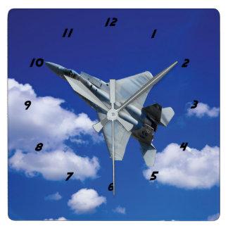 F-15 Eagle im Flug Quadratische Wanduhr