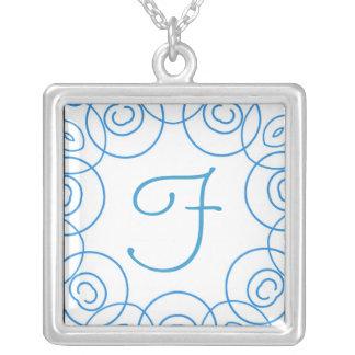 """""""F-"""" Initiale in der blauen Rolle auf Weiß, Spaß-E Amuletten"""