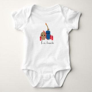 f ist für Feuerwerke Umarmung bereites Onsie Baby Strampler