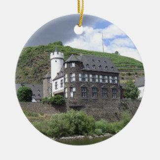 Fahren Sie durch Schloss Keramik Ornament