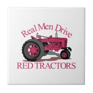 Fahren Sie rote Traktoren Keramikfliese