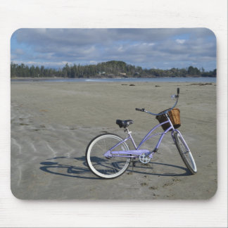 Fahrrad auf dem Strand Mousepad