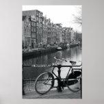 Fahrrad durch Kanal Plakatdruck