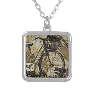 Fahrrad mit Korb der Blumen Versilberte Kette