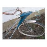 Fahrradpostkarte des antiken Mädchens fertigen Postkarte