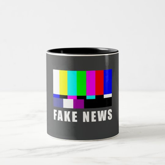 Fake News. Medien, Politik, Fernsehen Zweifarbige Tasse