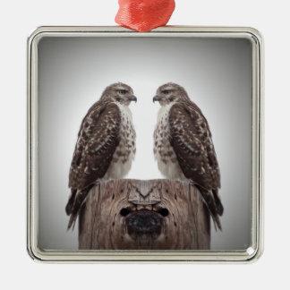 Falken auf einem Posten Silbernes Ornament