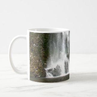 Fall-Auflockern Kaffeetasse