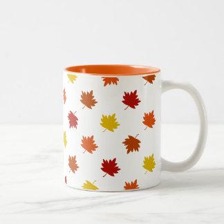 Fall-Themenorientierte Tasse - Polka-Ahorn-Blätter