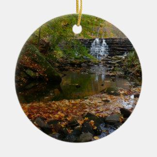 Fall-Wasserfall-und Rundes Keramik Ornament