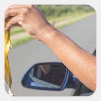 Fallende Schale des Armes des Autofensters der Quadratischer Aufkleber