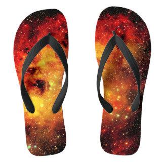 Falln Galaxie auf Feuer Flip Flops