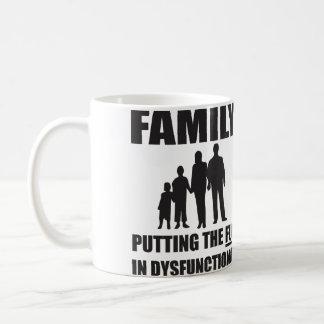 Familie - Einsetzen des SPASSES in Tasse