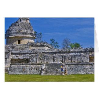 Familie von Touristenweg-Vergangenheit altem Maya Karte
