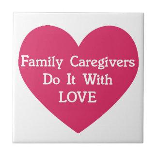 FamilieCaregivers tun es mit Liebe Fliese