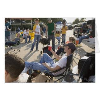 Fans warteten in Parkplatz vor Spiel Karte