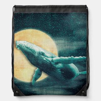 Fantasie-Buckel-Wal, der zum Mond-Rucksack fliegt Turnbeutel