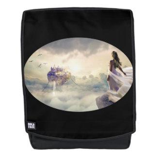 Fantasie-Frau und Insel-Schloss in den Wolken Rucksack