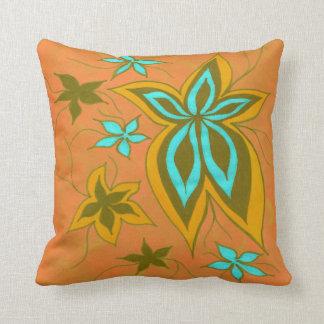 Fantasie mit Blumen in den Orangen Kissen