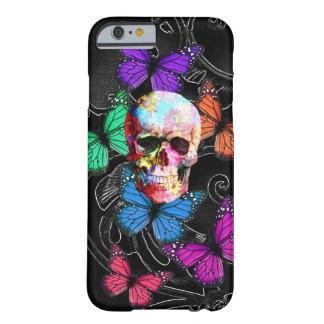 Fantasieschädel und farbige Schmetterlinge Barely There iPhone 6 Hülle