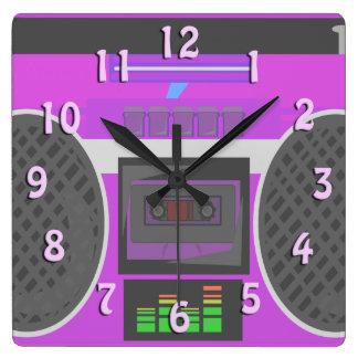 Fantastische Achtzigerjahre lila Boombox Quadratische Wanduhr