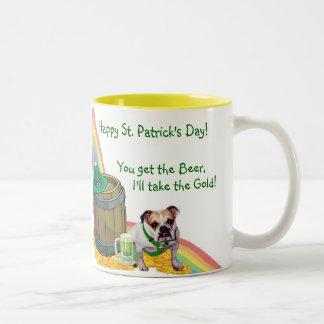 Fantastische Bulldoggen-St Patrick Zweifarbige Tasse