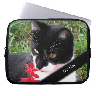 Fantastische Tuxedo-Katze im Garten persönlich Laptop Sleeve