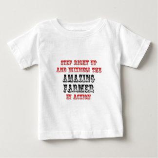 Fantastischer Bauer in der Aktion Baby T-shirt