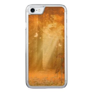 Fantastischer mystischer Wald Carved iPhone 8/7 Hülle