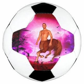 Fantastischer Zentaur in der Nacht Fußball