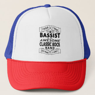 Fantastisches klassisches Felsenband des BASSIST Truckerkappe