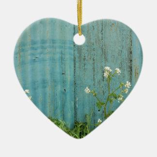 Farben-Zaunbeschaffenheit der wilden Blumennatur Keramik Herz-Ornament