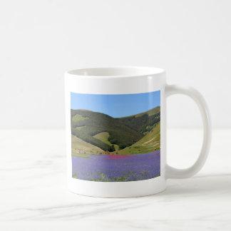 Farbfelds des Blaus mit Cornflowers Kaffeetasse