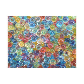 farbige Glasperlen wickelten Leinwand ein